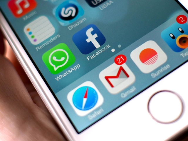 آیا می دانید مکالمه های حذف شده ی واتس اپ قابل بازیابی هستند؟