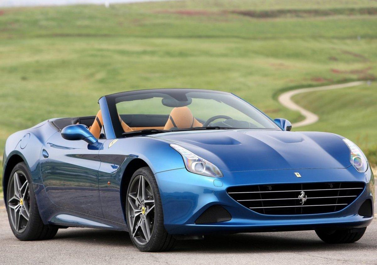 7. اگر به دنبال یک ماشین لوکس و در عین حال کمی اسپرت هستید، ماشین فراری کالیفرنیا تی (Ferrari California T)، گزینه ی مناسب شما خواهد بود. حداکثر سرعت این ماشین، 200 مایل بر ساعت (321 کیلومتر بر ساعت) اعلام شده و صفر تا صد را در عرض 3.3 ثانیه به دست می آورد.