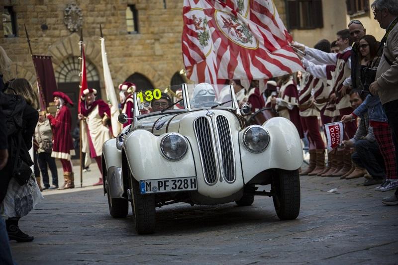 کمپانی بی ام دبلیو، با این ماشین تولد 75 سالگی ماشین مسابقه ای بی ام دبلیو 328 را جشن گرفته بود.
