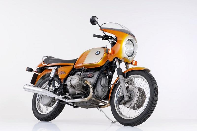 موتورسیکلت بی ام دبلیو ناینتی با الهام از نسخه ی 1973 بی ام دبلیو R 90 S ساخته شد که این موتور نیز در آن سال برای بزرگداشت 40 سالگی موتورسیکلت های بی ام دبلیو ساخته شده بود.