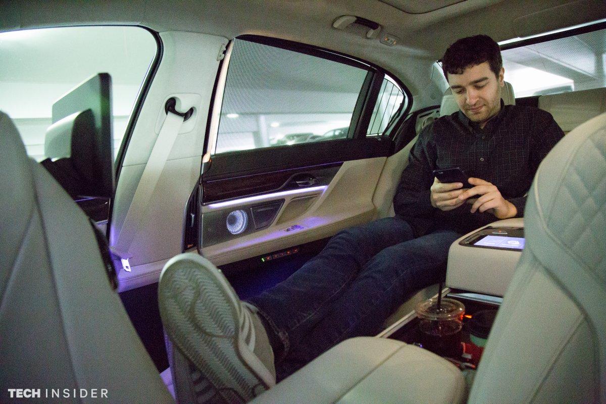 ماشین BMW 740i حقیقتا برای کسانی طراحی شده که به یک راننده ی شخصی نیاز دارند، چرا که صندلی های عقب به شکلی طراحی شده اند که بتوانید به راحتی روی آنها لم داده و یا دراز بکشید. جایگاه قرار دادن پاها، ماساژور صندلی و سیستم گرما و سرمای صندلی ها را می توان از قابلیت های لوکس این ماشین به حساب آورد. بی ام دبلیو 740i از مرکز اطلاعات سرگرمی و نورپردازی ویژه بهره مند شده است. (برای اطلاعات و تصاویر بیشتر، به این لینک مراجعه کنید.)