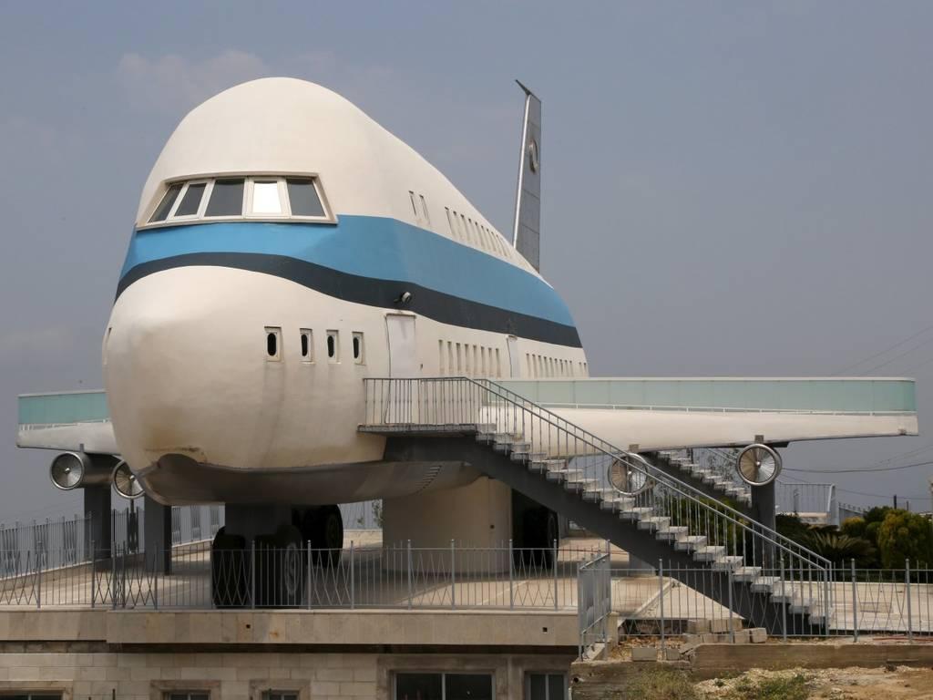 تصویر بالا، تنها خانه ی هواپیمایی دنیا نیست. این خانه که در شمال لبنان واقع شده، کانسپت محتوایی هواپیما را ارتقا داده است.