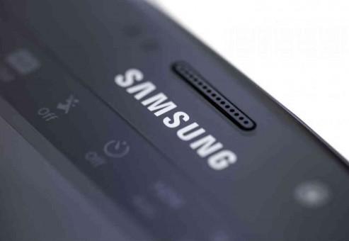 سامسونگ روی گوشی با نمایشگر ۷ اینچی کار می کند