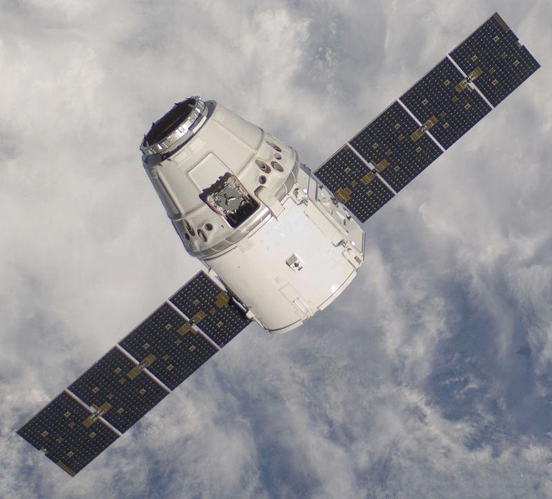 دراگون یک فضاپیمای تجاری قابل استفاده مجدد ساخت شرکت اسپیس ایکس با قابلیت حمل 6000 کلیوگرم است