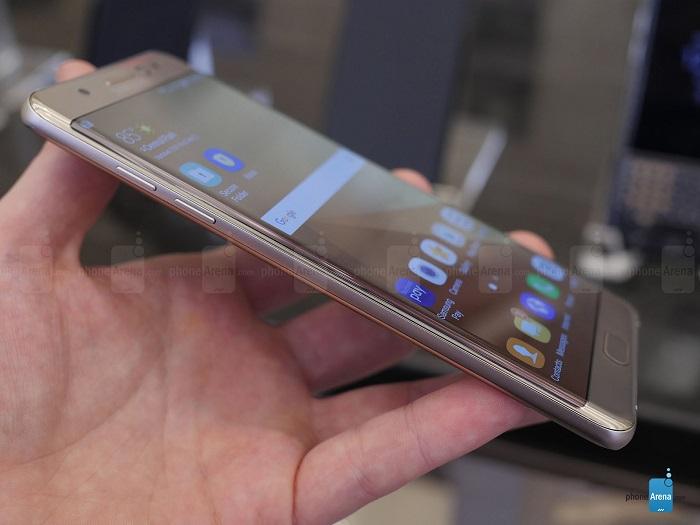 سامسونگ گلکسی نوت 7 اولین گوشی نوت با نمایشگر خمیده انعطاف پذیر است