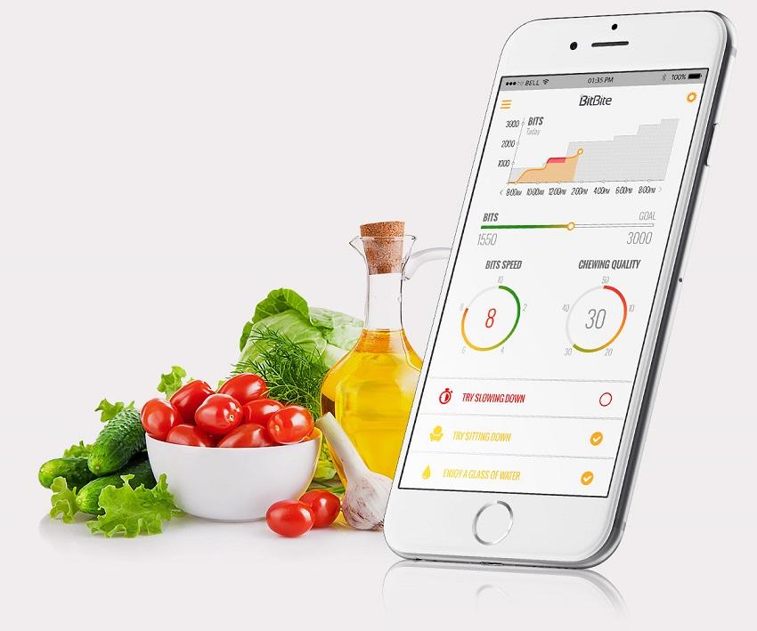 این گجت نحوه غذا خوردن و همینطور چگونگی بلع در کاربرانش را بررسی کرده تا عادات غذایی نادرست را در آنها اصلاح کند. BitBite قابلیت برقراری ارتباط با موبایلهای هوشمند و همینطور نصب روی پلتفرمهای اندروید و iOS را دارد. این دستگاه با هر بار شارژ میتواند تا ۳ روز کار کند. از طرفی این محصول میتواند برای وعدههای روزانه پیشنهاد غذایی بدهد یا حتی مصرف موادغذایی یا خوراکیهای مفید را یادآوری کند.