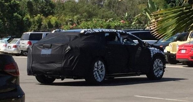 نمایی از ماشین فارادی فیوچر در خیابانی در لوس آنجلس به تصویر کشیده شد