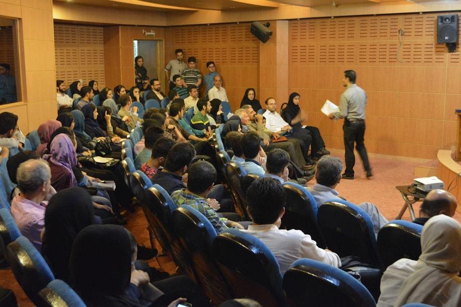 بعد از آن نیز شرکت کنندگان از دو کارآفرین جوان سوالاتشان را پرسیدند. در ادامه سوالات متعددی در زمینه کارآفرینی از شرکت کنندگان پرسیده شد و تعدادی از بهترین کتاب های کارآفرینی، همراه با معرفی به عنوان جایزه به آنها تقدیم گردید.