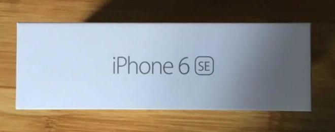 چندی قبل تصاویری از یک جعبه گوشی به بیرون درز کرد که در فضای آنلاین بسیار خبرساز شد. بر روی این جعبه نام iPhone 6 SE دیده می شد. شایعات می گویند که این همان گوشی آیفون 7 کمپانی Apple خواهد بود