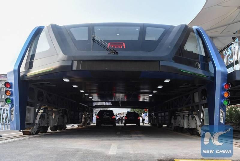 اتوبوس هوایی چینی برای اولین بار در جاده های عمومی آزمایش می شود
