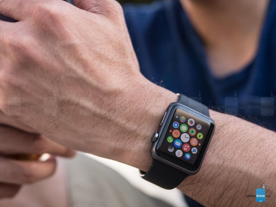 گفته می شود علیرغم برخی مشکلات، شرکت اپل قاطعانه مسیر خود را طی می کند تا نسل دوم اپل واچ را رونمایی کرده و موجی جدید به راه اندازد. انتظار میرود اپل واچ 2 همزمان با معرفی نسل جدید آیفون در هفته های آتی صورت پذیرد. به دلیل تمامی این اتفاقات صورت گرفته پیرامون اپل واچ، به نظر می رسد که مدل فعلی ارزانتر از مدل قبل، یعنی زیر 200 دلار در بِست بای (شرکت توزیع تجهیزات الکترونیکی آمریکایی) باشد.