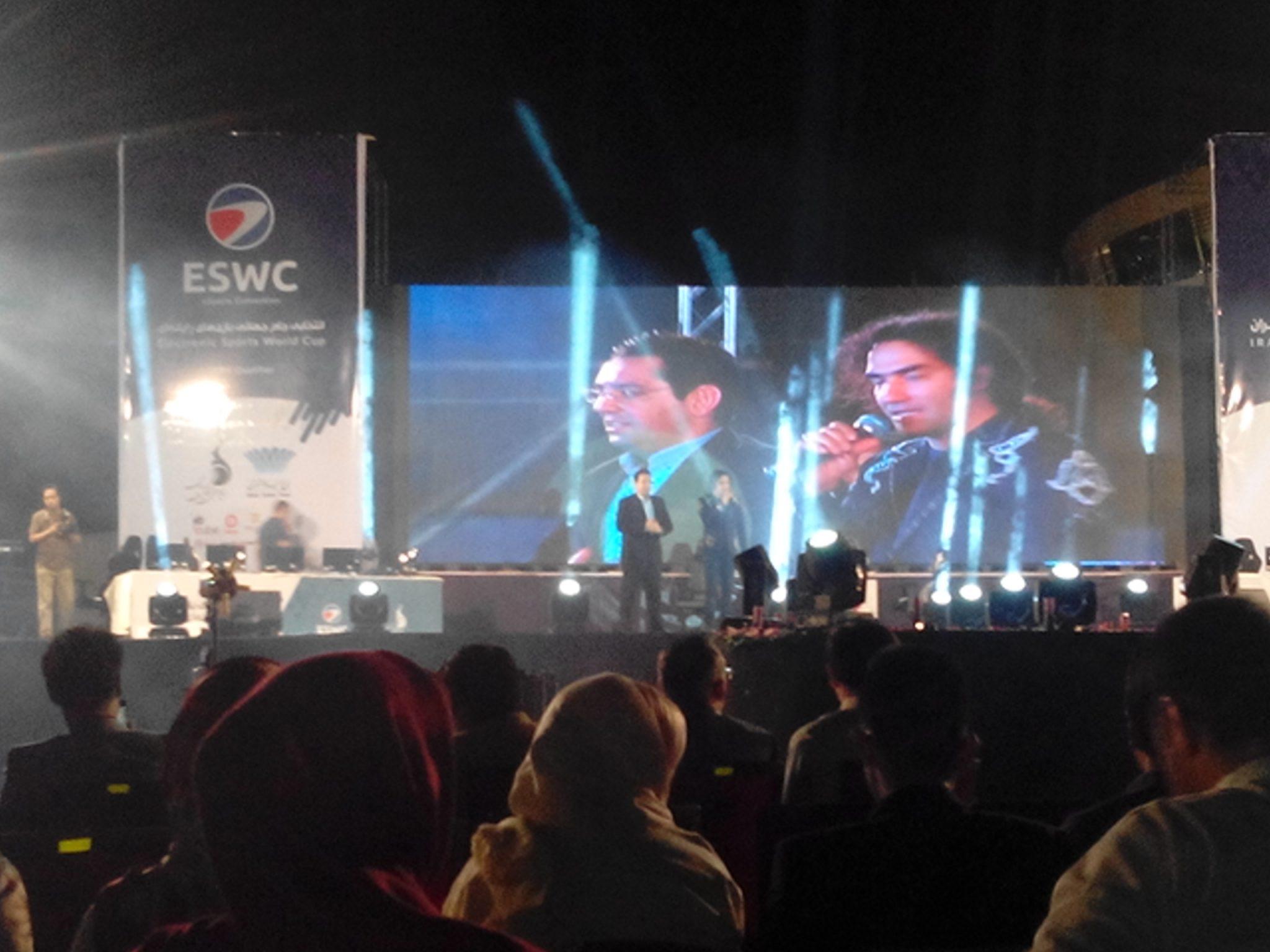 رضا یزدانی، خواننده محبوب کشورمان به همراه مجری محبوب، محمدرضا احمدی