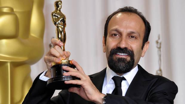 """فرهادی با دریافت جوایزی بین المللی از جمله """"اسکار"""" و """"کن""""، خود را به عنوان فیلمسازی بین المللی و برجسته در عرصه کاملا حرفه ای سینما به مردم و جامعه هنری معرفی نمود و اکنون نیز در اسپانیا جهت ساخت فیلم جدید خود با حضور بازیگران سرشناس سینمای جهان بسر می برد."""