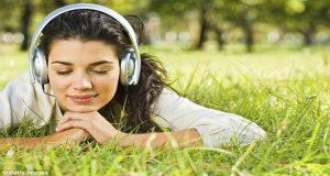 افراد حساسی که تمایل به همدردی بهمدردی با موسیقی غمگین به نحوی طی فرایندی پاداش دریافت می کنند.