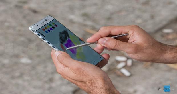 کمپانی سامسونگ به صورت غیر مستقیم از تولید گوشی نوت 8 خبر داد