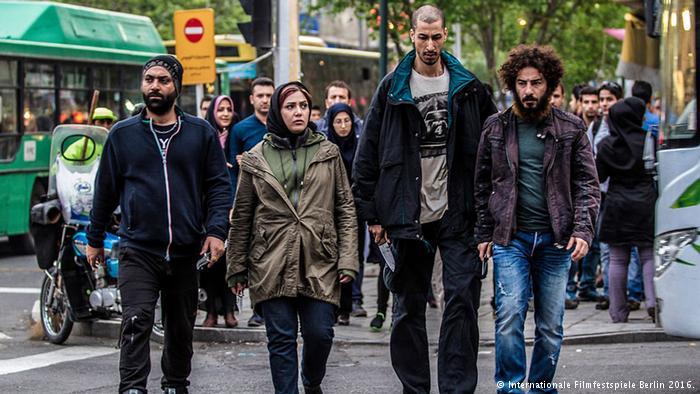 سکانسی از فیلم سینمایی لانتوری در ژانر سینمای اجتماعی ایران
