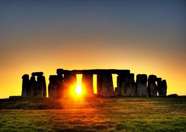 مردمان باستان، زمان غروب ماه کامل در استون هیج را لحظه ای جادویی می دانسته ان