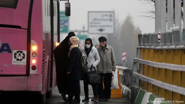 با شروع دوباره فصل سرما، شاهد آلودگی هوای تهران (و دیگر کلان شهرهای کشور) و کیفیت نامطلوب هوا هستیم. برخی کارشناسان معتقدند آلاینده هایی که در تهران تولید می شوند، خطر بیشتری از زغال سنگ در لندن دهه ۵۰ دارد.