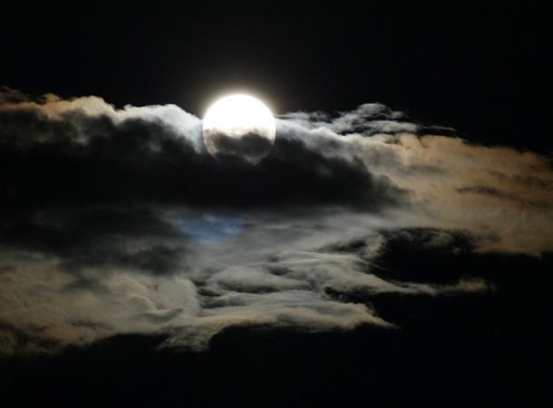ماه کامل اگر روز یکشنبه رخ دهد، نشانه بدشانسی تلقی می شود.