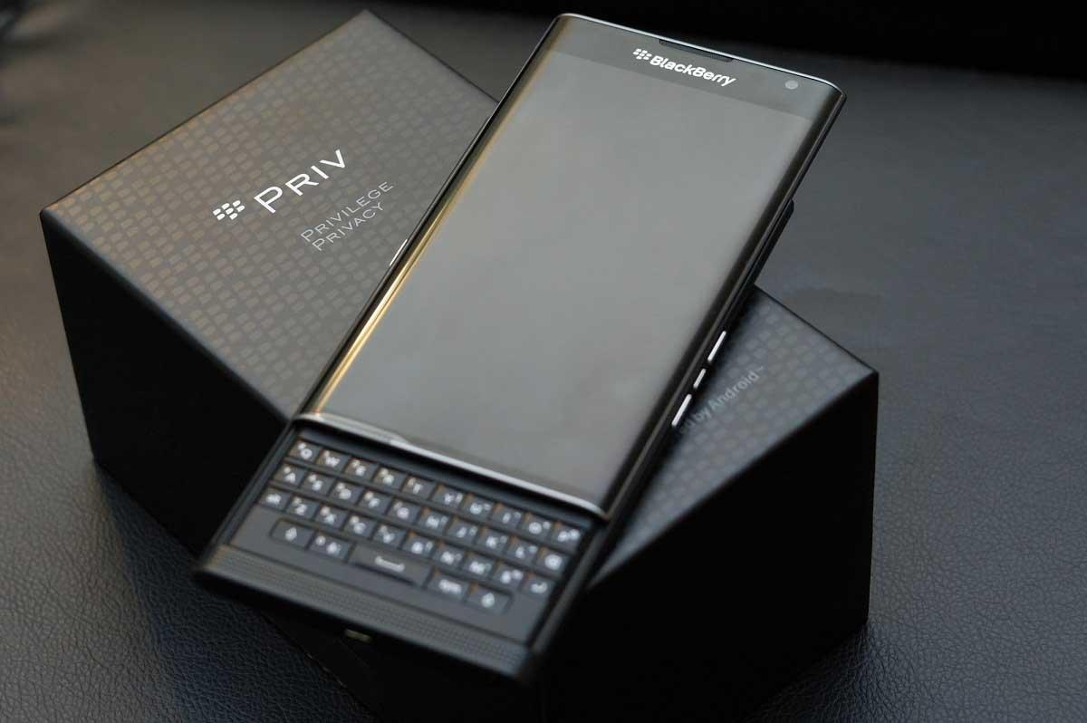 شرکت آمریکایی بلک بری قصد دارد به زودی موبایلی با کیبورد فیزیکی معرفی و عرضه کند. بلک بری در این اسمارت فون از کیبورد فیزیکی از نوع QWERTY استفاده کرده است.