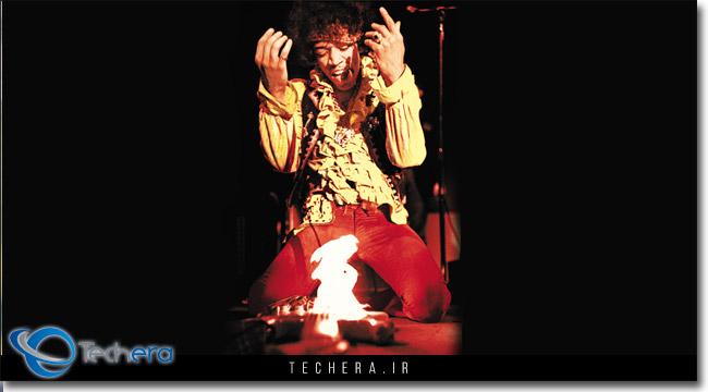 یکی از معروف ترین عکسای جیمی هندریکس در برابر گیتار شعله ور شده