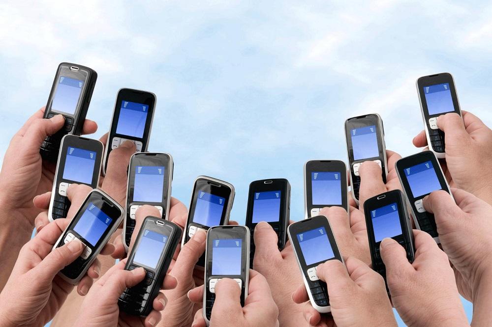 طرح رومینگ ملی شرکت همراه اول با شرکت خدمات ارتباطاتی ایرانسل و رایتل به زودی به شکل جدیدی اجرایی خواهد شد. طی یک مراسم رسمی این قرارداد رومینگ ملی امضا شد.