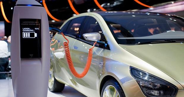 آیا خودروی برقی به همان میزان منبع تغذیه خود، پاک است؟