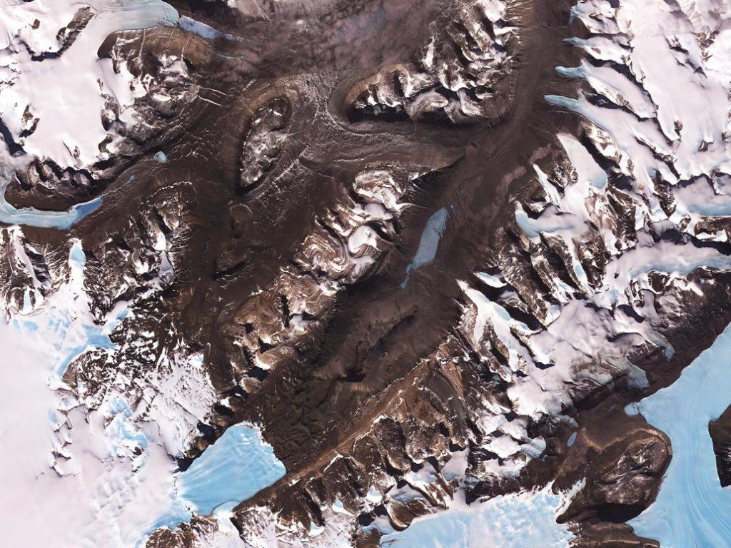 نمای هوایی از دره های خشک مک موردو، قطب جنوب