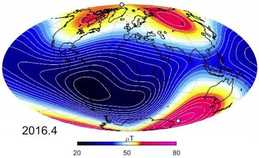 همانطور که در نقشه گرافیکی زیر که از داده های این ماهواره ها به دست آمده مشاهده می کنید، رنگ آبی نشان دهنده نواحی است که میدان مغناطیسی زمین در آن ضعیف است و به همین ترتیب رنگ قرمز هم نشان دهنده نواحی با میدان مغناطیسی قوی است.