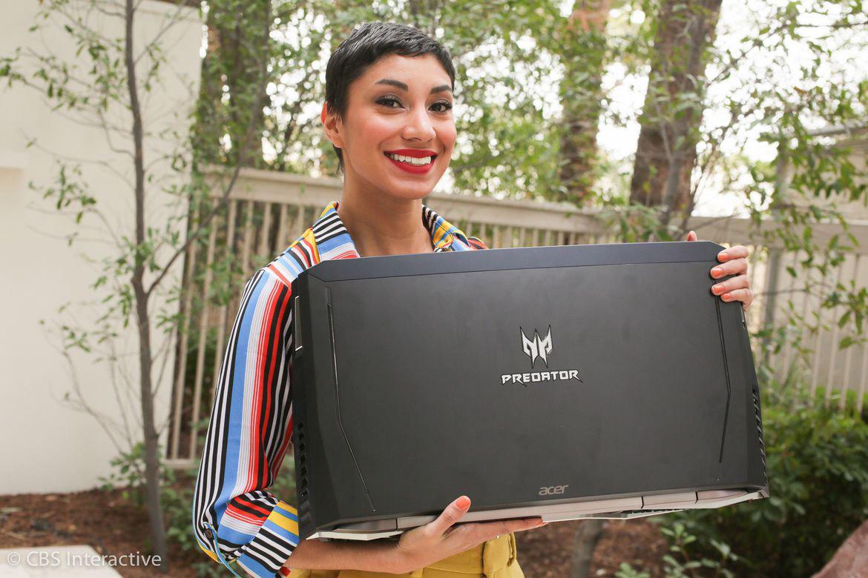 حجم بسیار زیاد و وزن بسیار سنگین لپ تاپ پریدیتور 21x شرکت ایسر