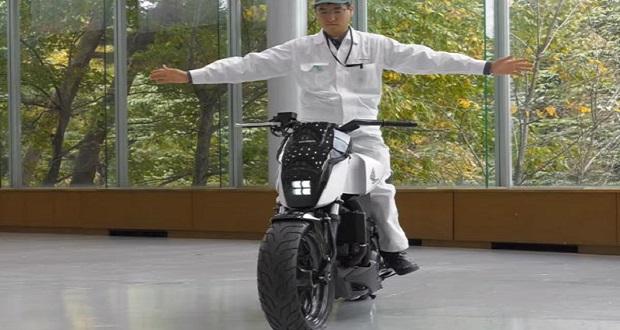 سیستم خود متعادل کننده موتور سیکلت هوندا در نمایشگاه CES 2017 خودنمایی کرد