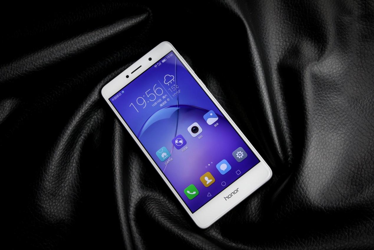 گوشی آنر 6 ایکس، میانرده جدید شرکت چینی هوآوی با قیمتی بالا وارد بازار ایران شده است. فروش آنر 6 اکس در ایران آغاز شده است.