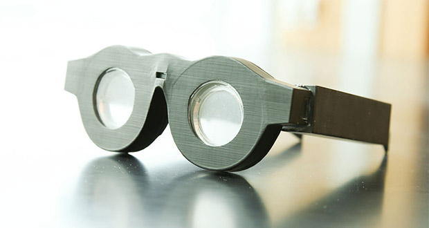 عینکهای الکترونیکی هوشمند که با فوکوس خودکار، دید را بهبود میبخشند