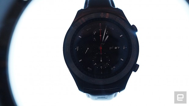 یکی از ساعتهای هوشمند جیدید هواوی، هواوی واچ 2 نسخه پورشه دیزاین به صورت اتقاقی در یکی از غرفههای این کمپانی در نمایشگاه MWC 2017 لو رفته است.