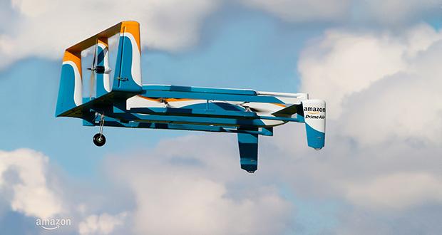 پیک هوایی شرکت آمازون، بستهها را با چتر به زمین میفرستد