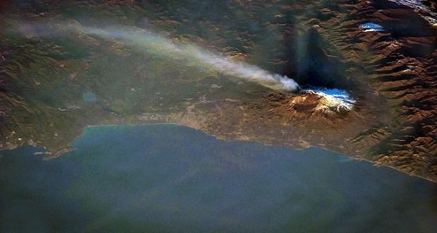 نمای دیدنی از فوران آتشفشان اتنا در ایتالیا از ایستگاه فضایی بینالمللی
