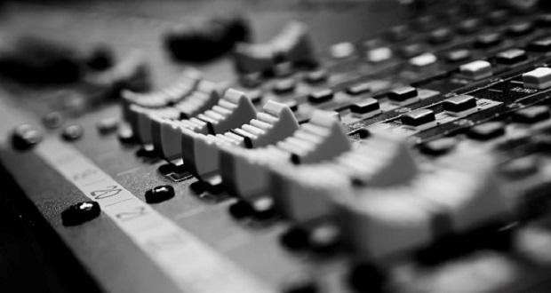 دیویس، کشیشی که در قرن هجدهم موسیقی الکترونیک را اختراع کرد