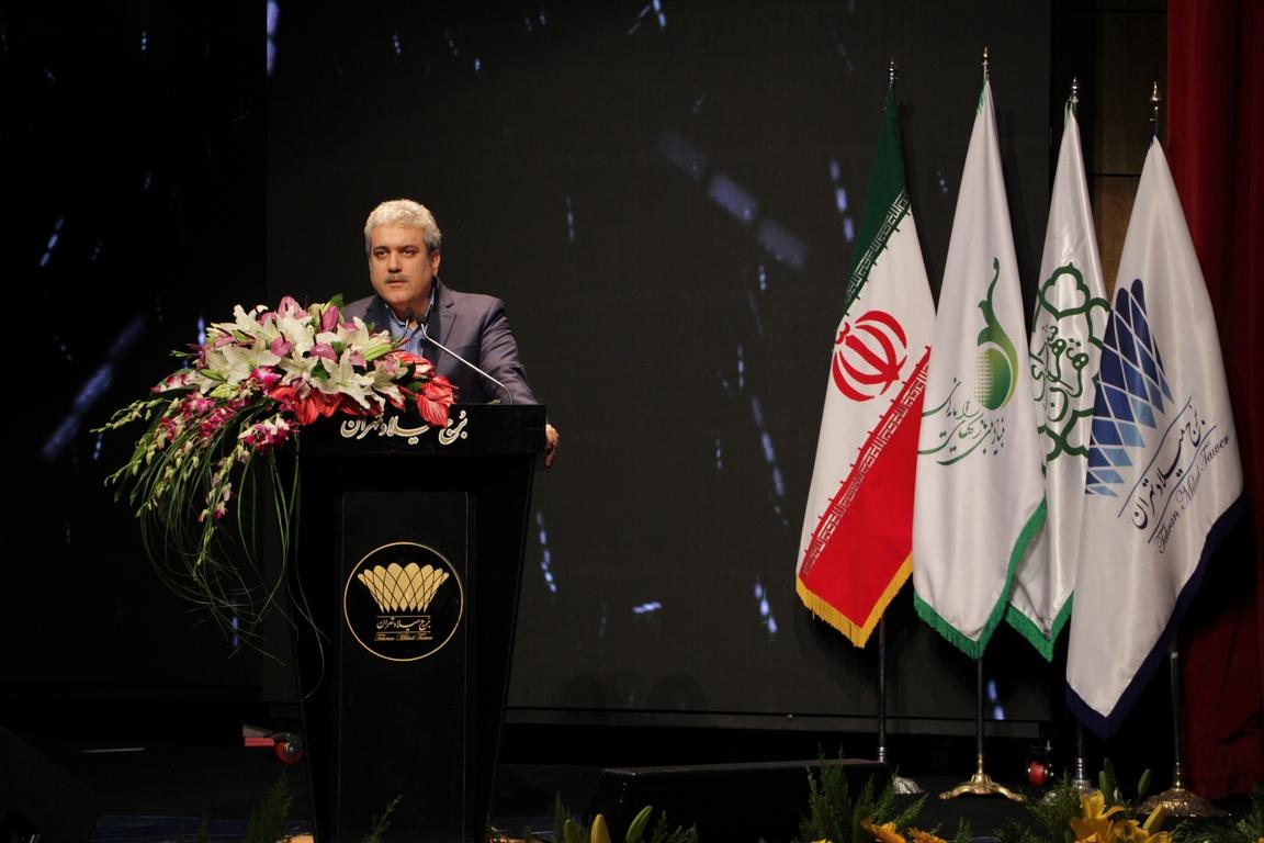 سورنا ستاری، معاون علمی و فناوری ریاست جمهوری در مراسم آیین اختتامیه ششمین جشنواره بازیهای رایانهای تهران حضور پیدا کرد و اعلام حمایت از این صنعت را کرد.