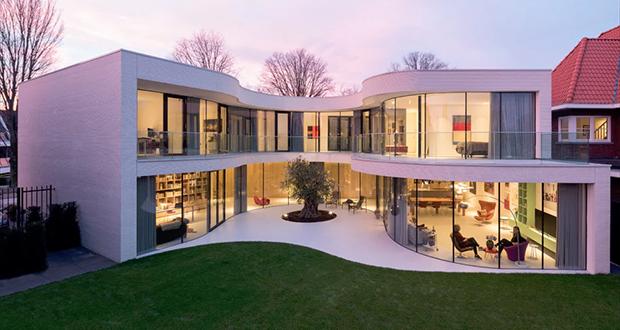 خانهای زیبا با انرژی خورشیدی و شیشههای خمیده در روتردام هلند