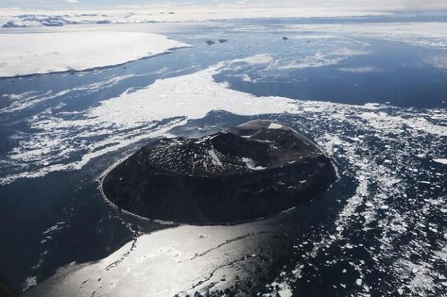 دانشمندان هشدار داده اند، در صورت ذوب شدن صفحات یخی جنوبگان، سطح آب دریاهای سراسر جهان احتمالا تا 3 متر بالا خواهد آمد، به این ترتیب بسیاری از شهرهایی که در نواحی سواحلی جهان قرار دارند، به زیر آب خواهند رفت