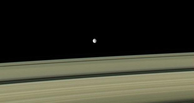 شاهکار جدید کاسینی، زمین از نمای حلقه های یخی سیاره زحل