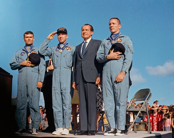 17 آوریل ۱۹۷۰، سه فضانورد مأموریت ناموفق آپولو ۱۳ از دست پرزیدنت ریچارد نیکسون مدال آزادی را دریافت کردند