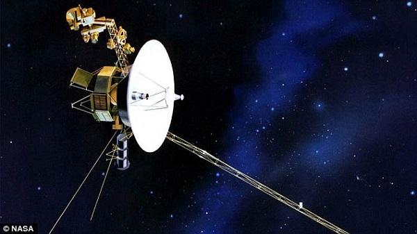 کاوشگر ویجر 2 که سال 1977 به فضا پرتاب شده، پس از گذشت بیش از 39 سال همچنان به مخابر داده ادامه می دهد. این کاوشگر در حال حاضر حدود 20.6 میلیارد کیلومتر با زمین فاصله دارد