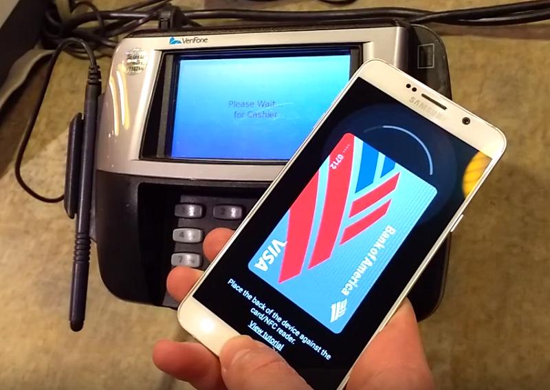 5. با قابیت سامسونگ Pay می توانید پرداخت های خود را از طریق کارتخوان های کارت اعتباری مغناطیسی انجام دهید.