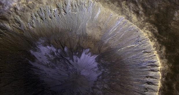 تصویر دیدنی ناسا از شیارهای آبکندی سطح مریخ