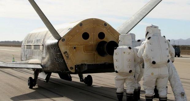 هواپیمای بدون سرنشین X-37B که به مأموریت OTV (تست وسیله نقلیه مداری) شناخته میشود، درواقع، شبیه به شاتل فضایی بازنشسته ناسا، البته در اندازهای کوچکتر است که قادر به انجام مأموریتهای طولانی مدت در مدار زمین است. هواپیمای فضایی X-37B تنها 8.8 متر طول و 9.6 2.9 متر ارتفاع و طول بالهای آنهم حدود 4.6 متر است. حتی اگر هیچ وقت دلیل مأموریت X-37B مشخص نشود، این مأموریت میتواند، نشان دهندهی قابلیت پرواز با انرژی خورشیدی در بازه زمانی طولانی مدت باشد