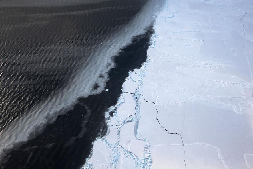 دانشمندان پیش از این هشدار داده بودند، صفحه یخی غربی جنوبگان در قطب جنوب در حال ذوب شدن است. گفتنی است، سال گذشته، 583 کیلومتر مربع از یخچال های جزیره پاین قطب جنوب شکاف برداشت، این قسمت دارای میزان قابل توجهی یخ بود که صفحه یخی شبه جزیره جنوبگان را نگه داشته است