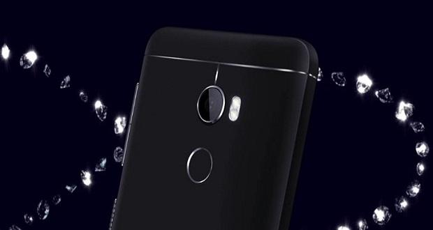 گوشی اچ تی سی وان ایکس 10 (HTC One X10) به صورت رسمی معرفی شد؛ این دستگاه در حال حاضر در وبسایت روسی این شرکت تایوانی به نمایش گذاشته شده است.