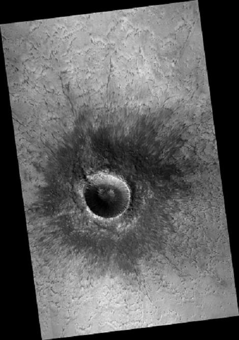 نمای بزرگنمایی شده ای از شیارهای آبکندی در دهانه ای در نیمکره شمالی مریخ، این تصویر های در تاریخ 15 ژانویه 2017 توسط مدارگرد شناسایی مریخ ناسا به ثبت رسیده است
