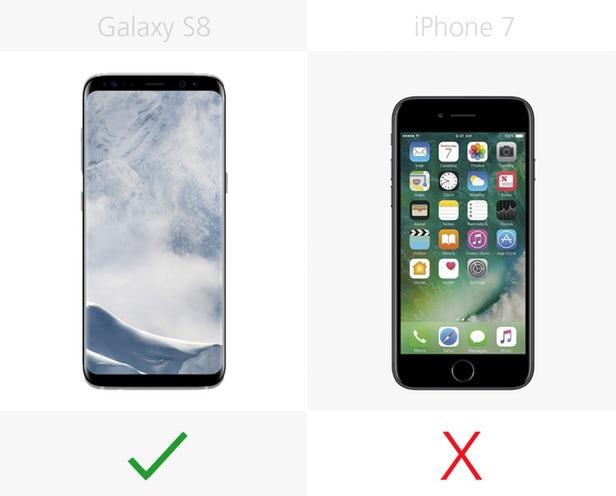 هیچ هدست واقعیت مجازی توسط گوشی آیفون 7 پشتیبانی نمی شود، اما گلکسی اس 8 با بیشترین هدست های موبایلی مثل گییر VR سازگار است.